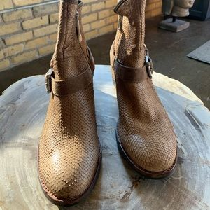 NEW Donald Pliner Wade Snake Bootie Taupe 10